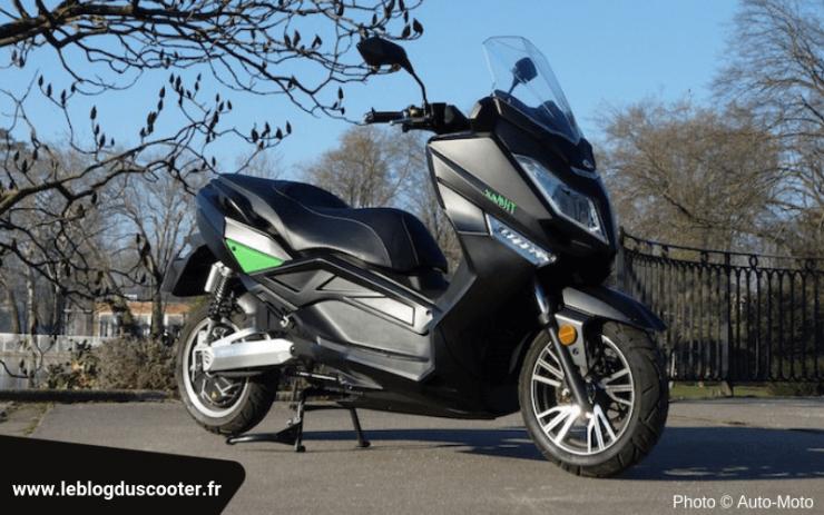 Le scooter TilMax de la société TilGreen, un scooter électrique équivalent d'un 125 cm3