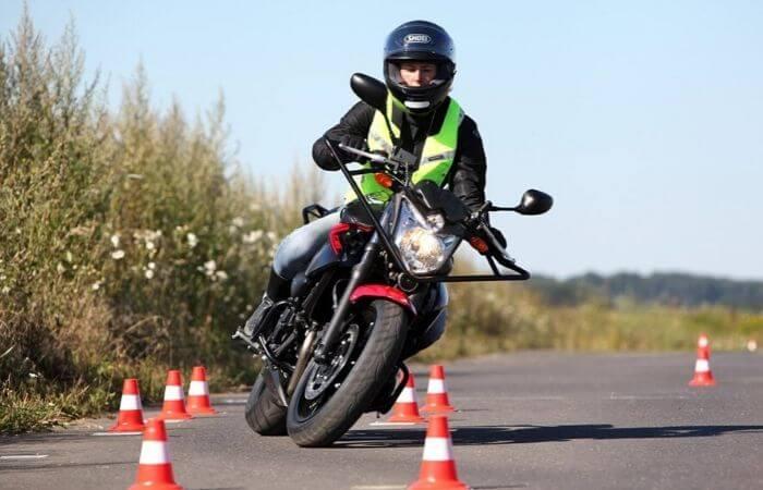 Comment j'ai lamentablement foiré mon permis moto : le témoignage de Fabien