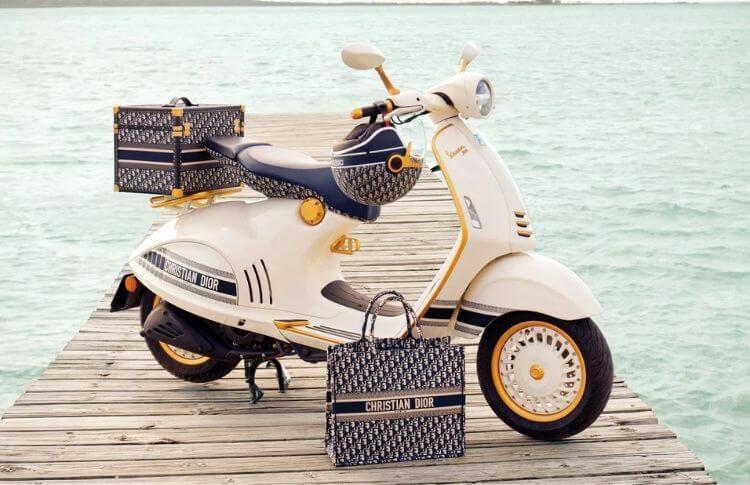 Les accessoires avec la Vespa Christian Dior