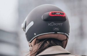 Un feu stop Cosmo Connected offert pour uen nouvelle assurance Leocare